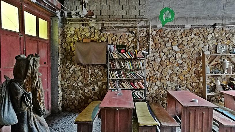 Bezár a Putyi kocsmája és a Zöld Pecsét - Eger - A Zöld Pecsét udvara - Kocsmaturista