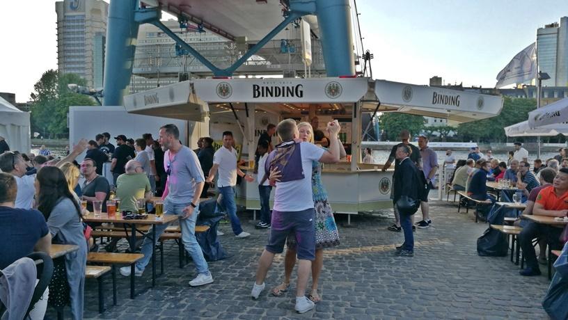 Frankfurt kocsmái - Binding sör banzáj a Majna parton - Kocssmaturista