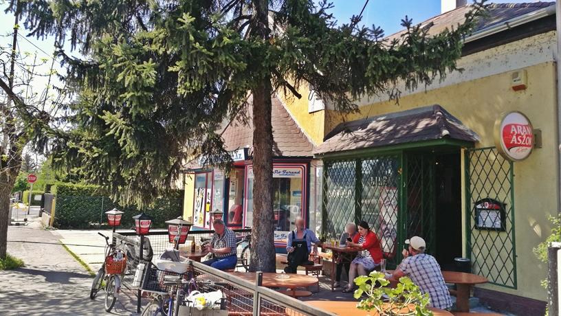Siófok tavasszal - Balaton Söröző kerthelyisége - Kocsmaturista