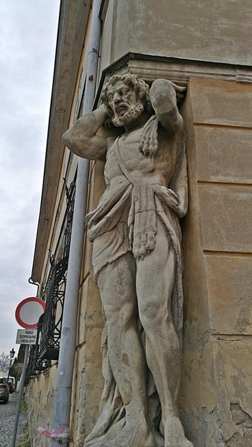 Nyitra - Corgoň szobor - Kocsmaturista