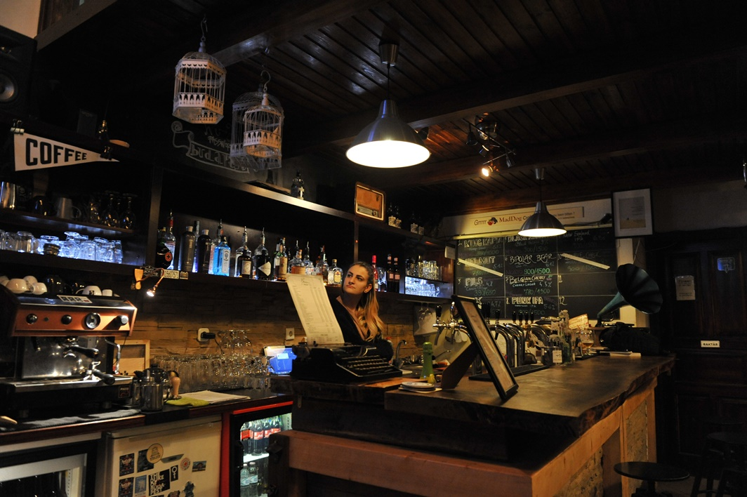 Edison Bar & Ink pult - Kocsmaturista