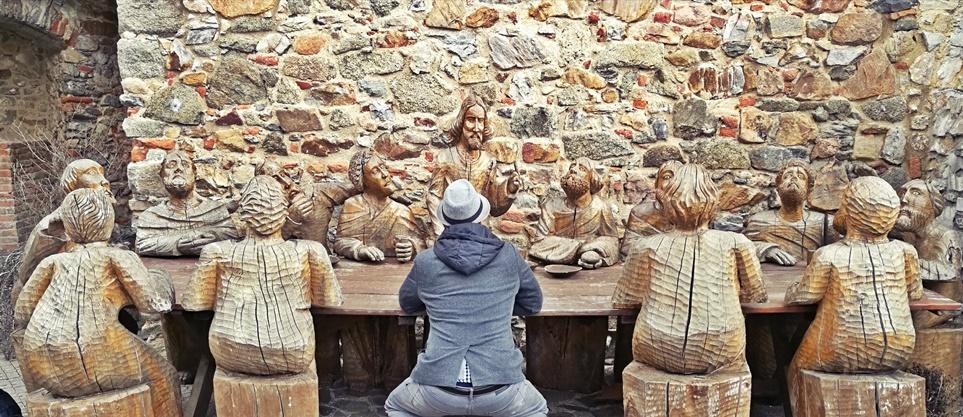 Nyitra - Fa Utolsó Vacsora szoboregyüttes a várban - Kocsmaturista