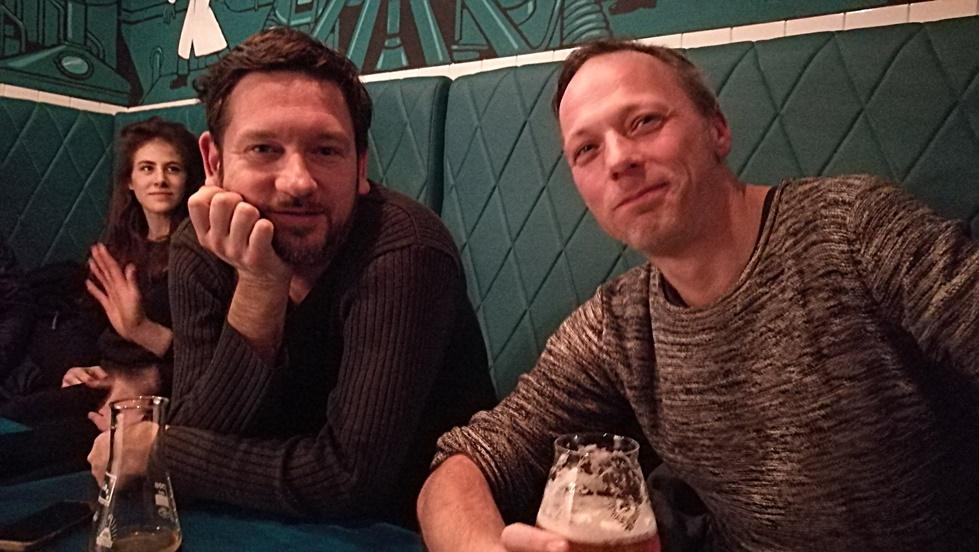 Berlini kocsmatúrán magyar kocsmárosokkal - Bart Dani és Kiss Attila Cash a Szimpla Kafeehaus Berlinben - Kocsmaturista