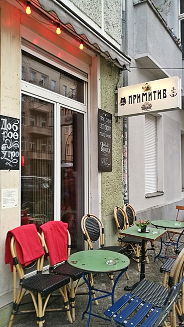 Berlini kocsmatúra - Primitiv Bar kivulrol - Kocsmaturista