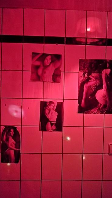 Berlini Kocsmatúra - Primitiv Bar szülinapi díszlet - Kocsmaturista