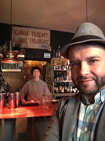Berlini kocsmatúrán - Primitive Bar Tündével - Kocsmaturista