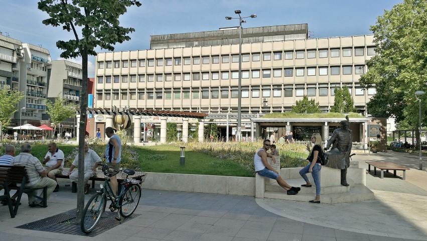 A Dísz tér, a Tudomány és Technika házával, Zalaegerszeg - Kocsmaturista