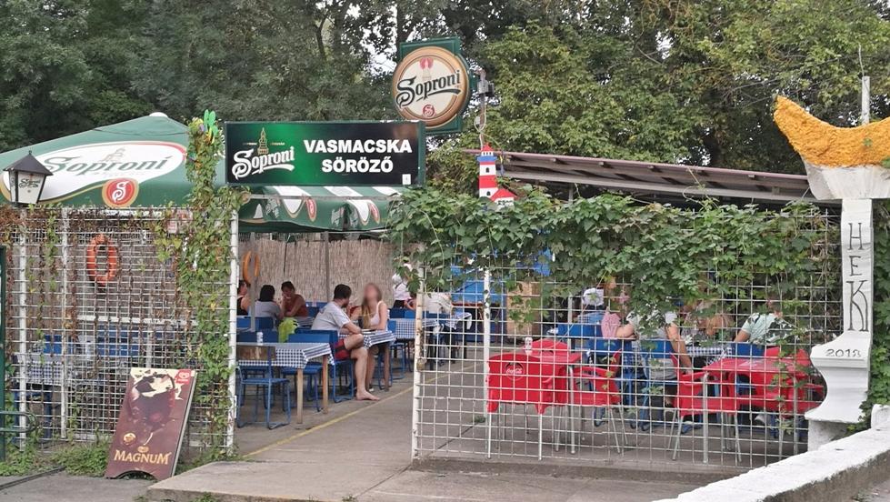 Van nálatok terasz - Népsziget kocsmái - Vasmacska Söröző kívülről - Kocsmaturista