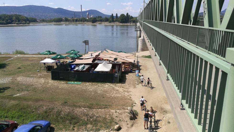 Van nálatok terasz - Népsziget kocsmái - balra a hídról - Kocsmaturista