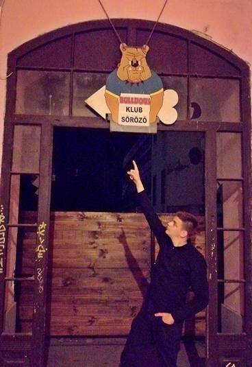 Bulldog's Klub bejárat - Miskolc kocsmái - Kocsmaturista