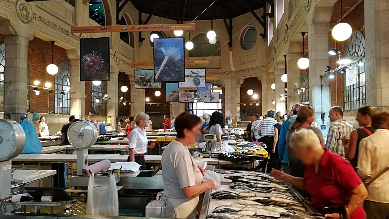 Központi Piac, Halcsarnok - Helikopter nélkül Fiumében - Rijeka - Kocsmaturista