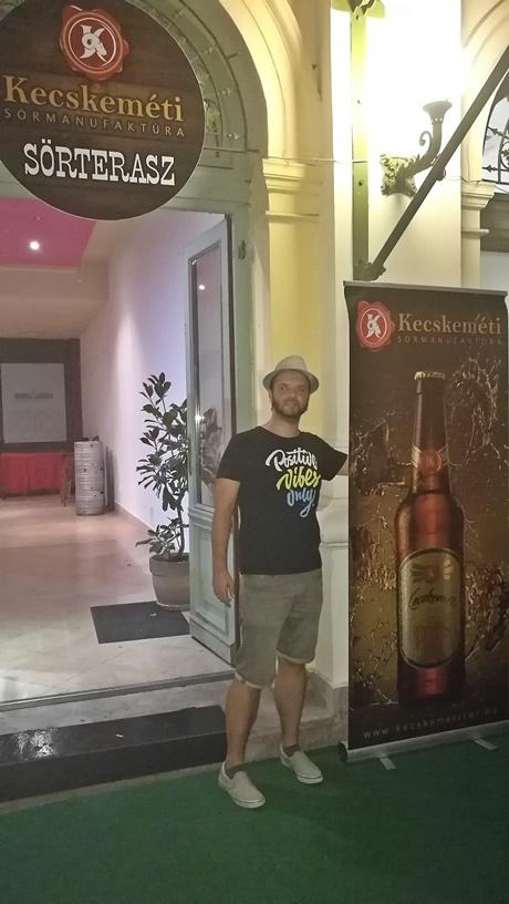 Kocsmalátogatások a Magyarországi Sörcikkgyűjtő Klubbal - Kecskeméti Sörterasz bejárat - Kocsmaturista
