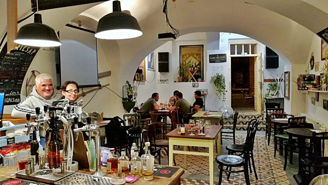 Kocsmalátogatások a Magyarországi Sörcikkgyűjtő Klubbal - Lima Pub & Hostel - beltér