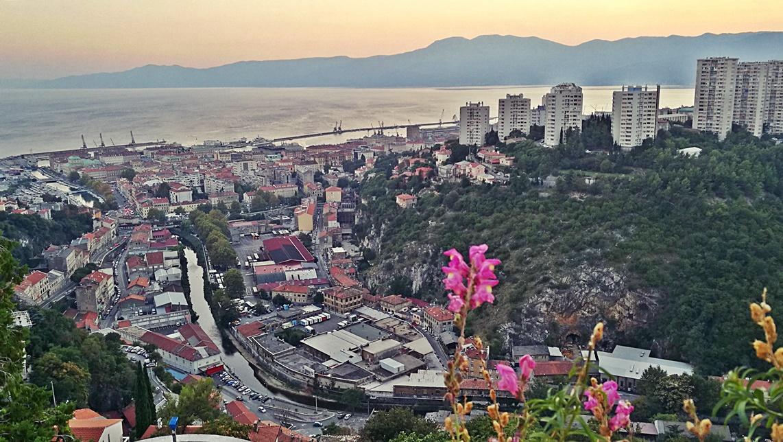 Kilátás a Trsatból a városra . Helikopter nélkül Fiumében - Rijeka