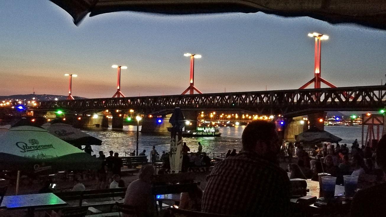 Kocsmalatogatasok a Magyarországi Sörcikkgyújtő Klubbal VALYO Kikötő - Kocsmaturista