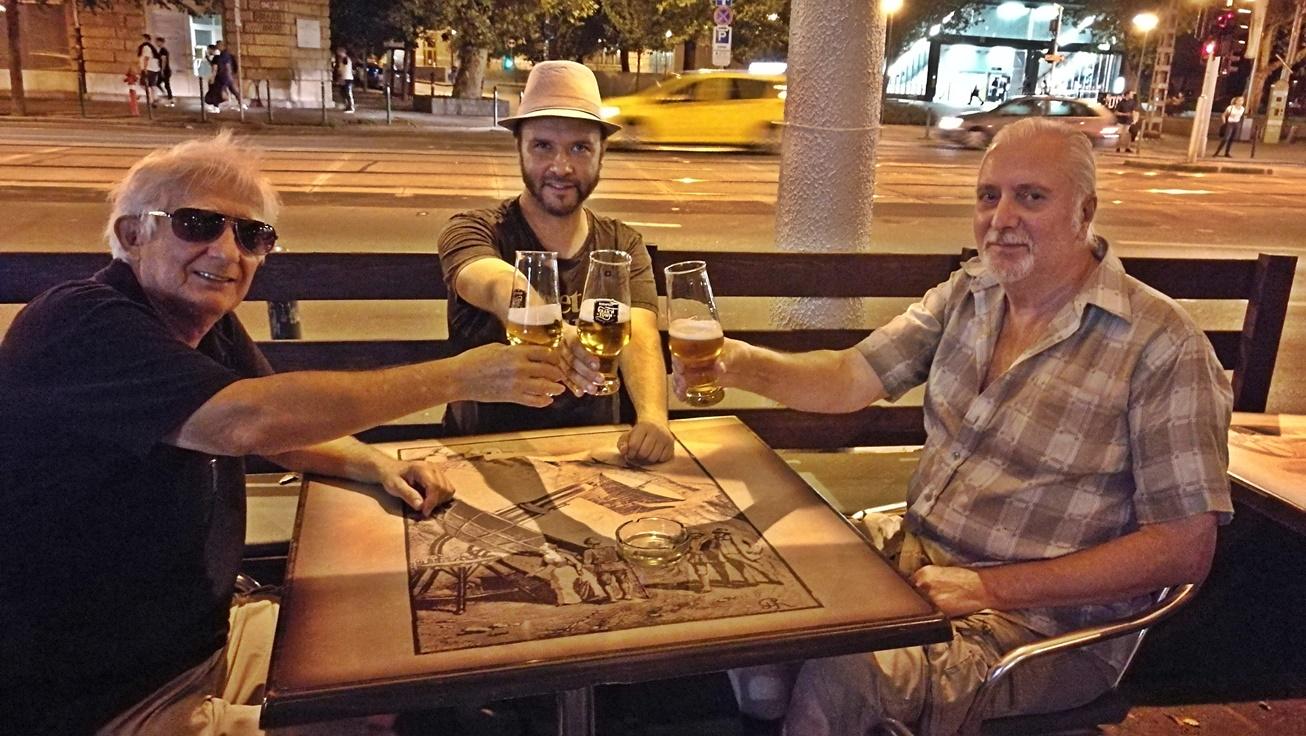 Kocsmalátogatások a Magyarországi Sörcikkgyűjtő Klubbal - Krak'n Town kívülről - Budapest - Kocsmaturista