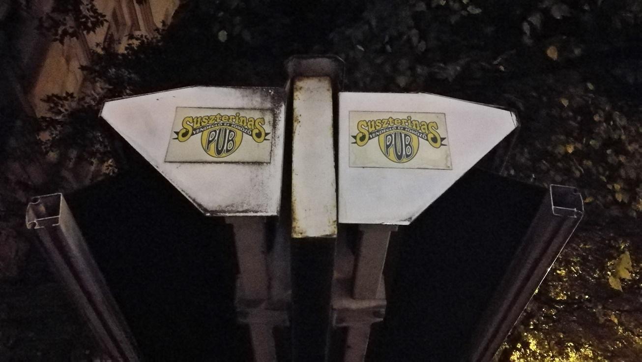 Kocsmalátogatások a Magyarországi Sörcikkgyűjtő Klubbal - A Suszterinas Pub töréntelmi nyomai - Kocsmaturista