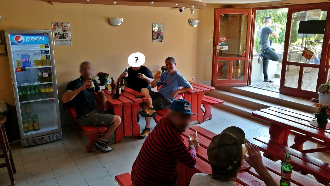 Kocsmalátogatások a Magyarországi Sörcikkgyűjtő Klubbal - Zöld Hatos bentről, Tápióbicske - Kocsmaturista