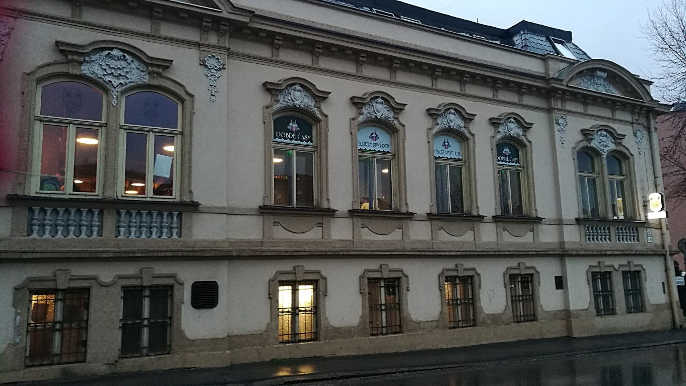 Dobré Časy, Kassa - Kocsmaturista - épület kívülről