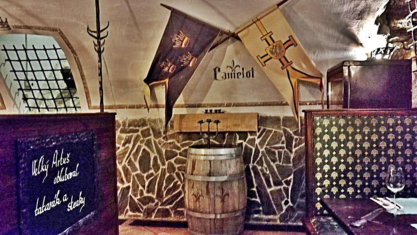 Camelot Pilsner Pub és Középkori Étterem, Kassa - Kocsmaturista - lovagétterem szint 1