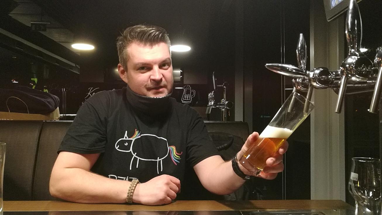 """Zip's és Jameson Kocsmatúra """"Bakancsban és Tűsarkúban - Kocsmaturista - a jutalomállomás, a zip's brewhouse - magadnak csapolsz"""