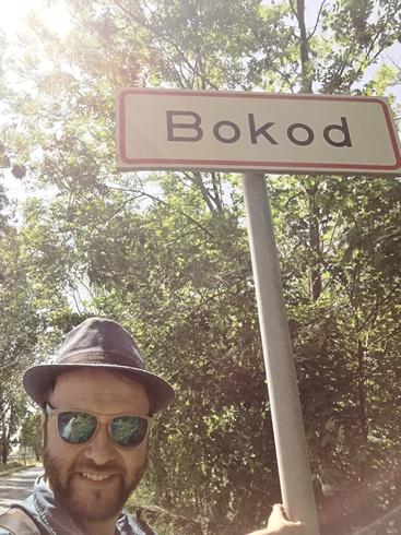 Úton a Bokodi Lebegő Falu felé 5 - Kocsmaturista