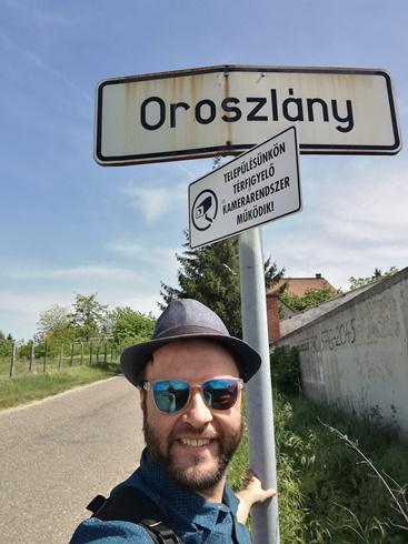 Megérkezés Oroszlányba gyalog - Kocsmaturista