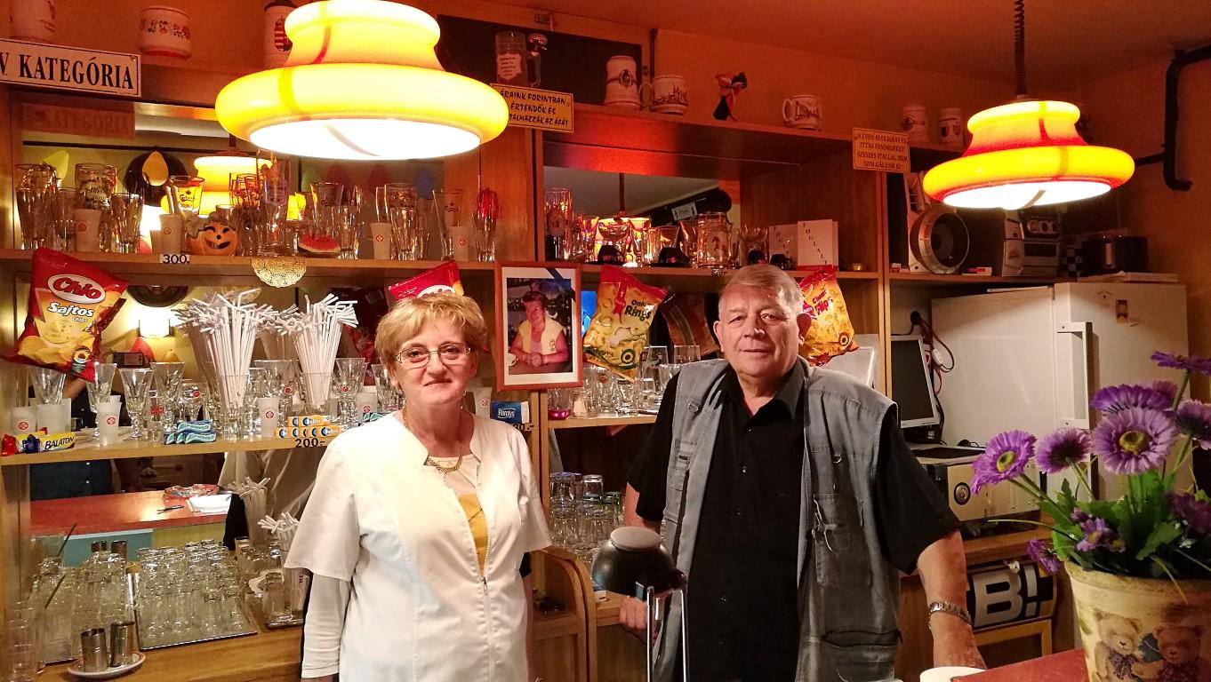 Oroszlány, Hegyalja Büfé - Kocsmaturista - Miki Bá és lánya, Anikó