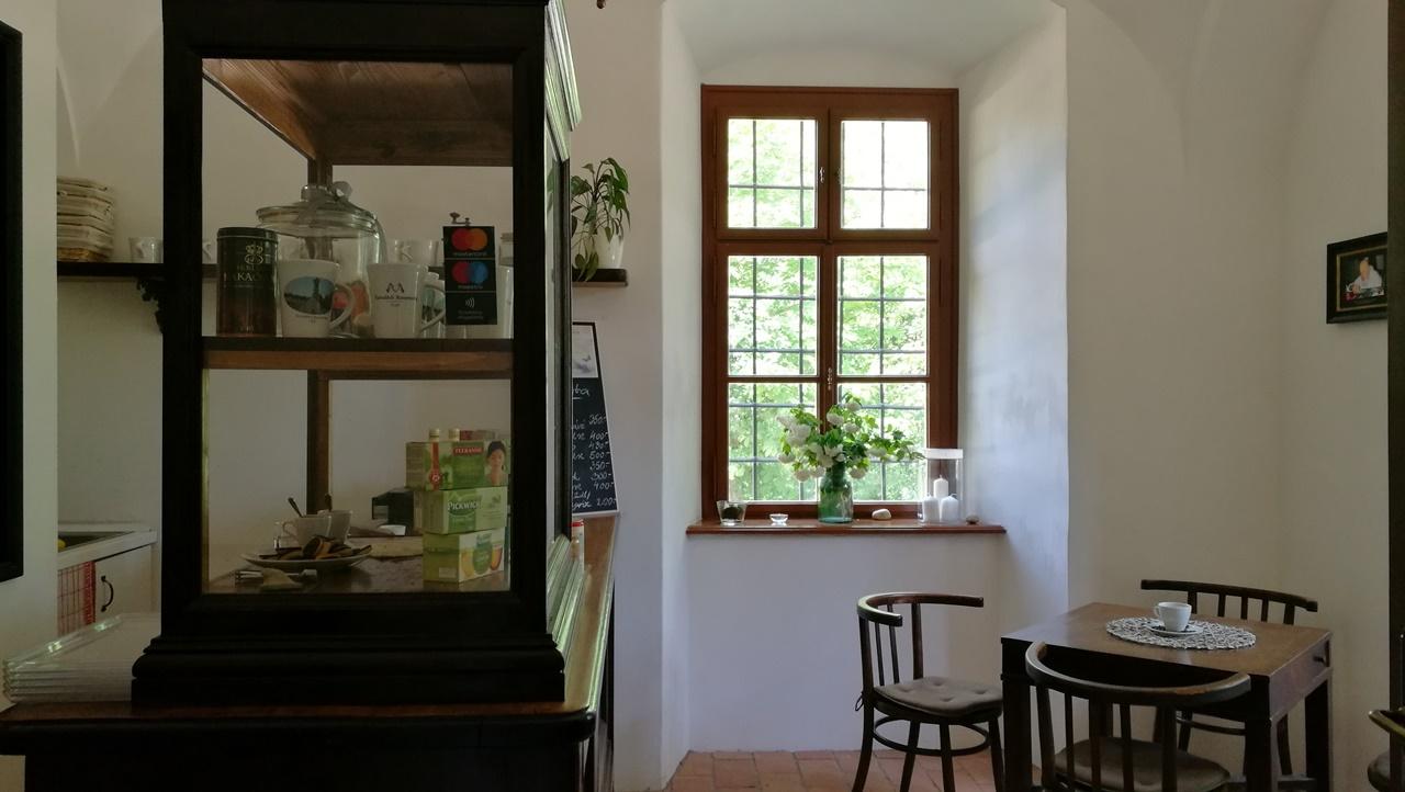 Majk Remeteség, Oroszlány - Kocsmaturista - A Kávézó