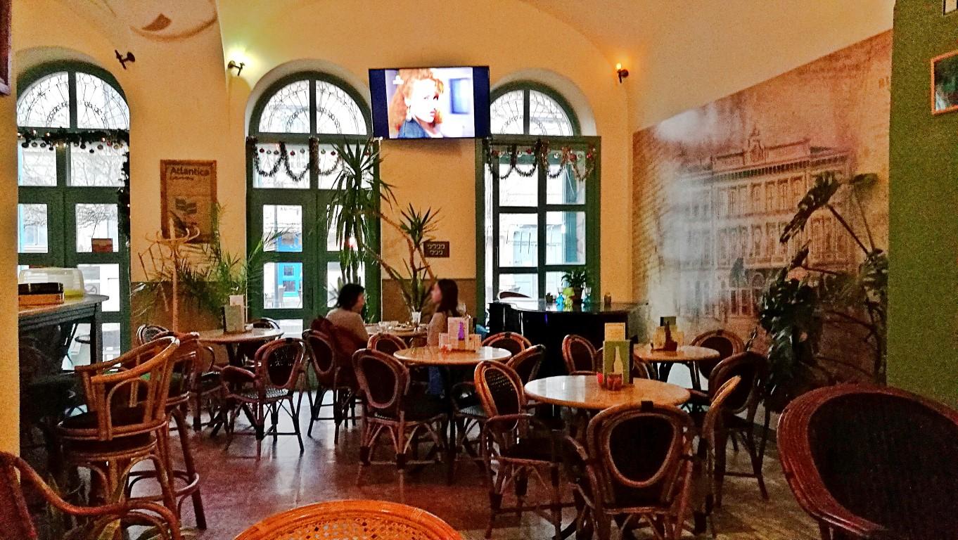 Esztergom - Hild Café - kávéházas beltér - Kocsmaturista