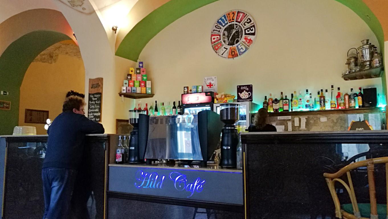 Esztergom - Hild Café - a pult- Kocsmaturista