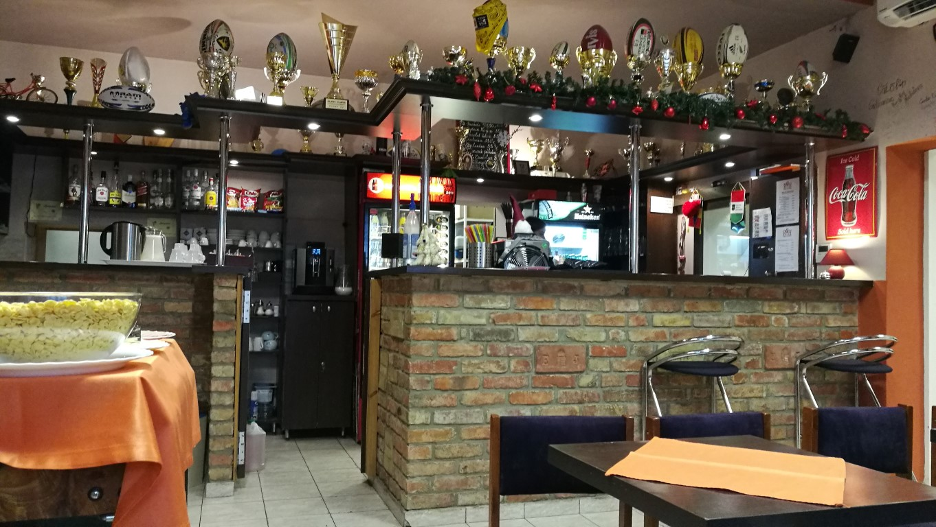 Esztergom - Rugby Sporthotel és Hostel bárja - Kocsmaturista