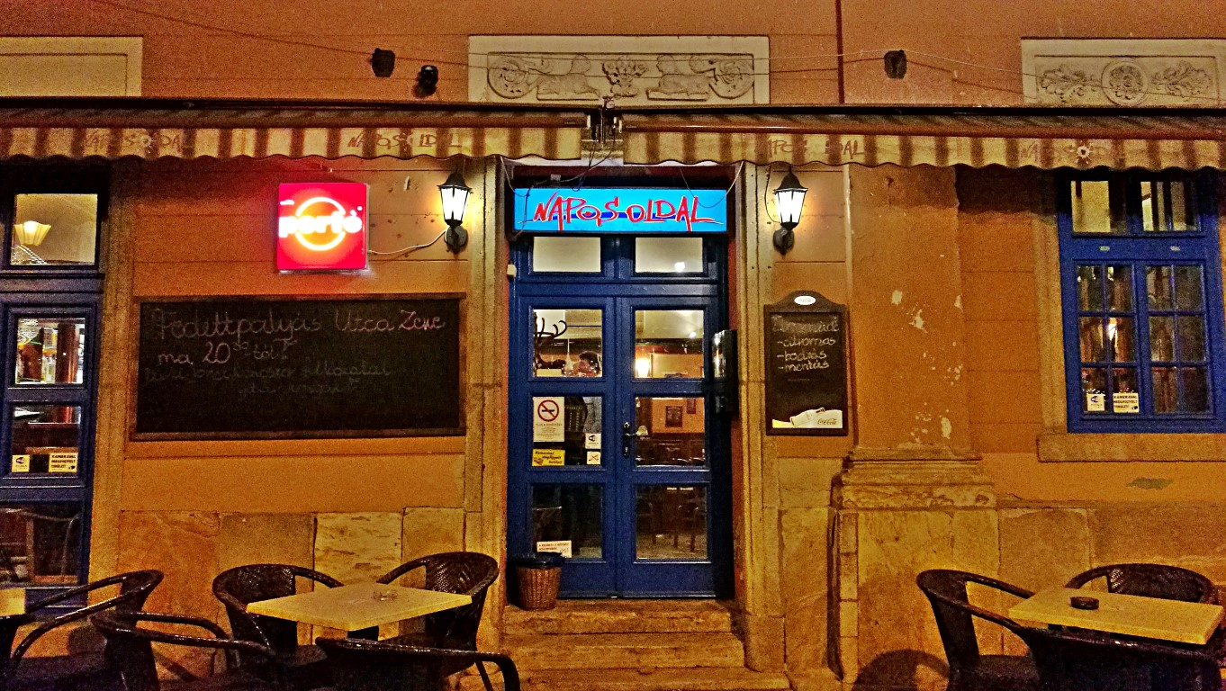 Esztergom - Napos oldal bejárat - Kocsmaturista