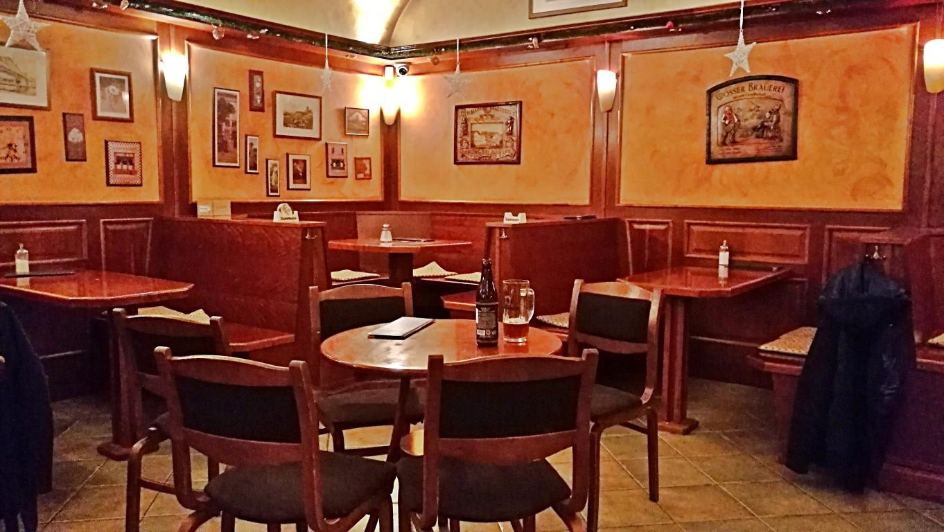 Esztergom - Napos oldal - Kávéházas hangulat - Kocsmaturista