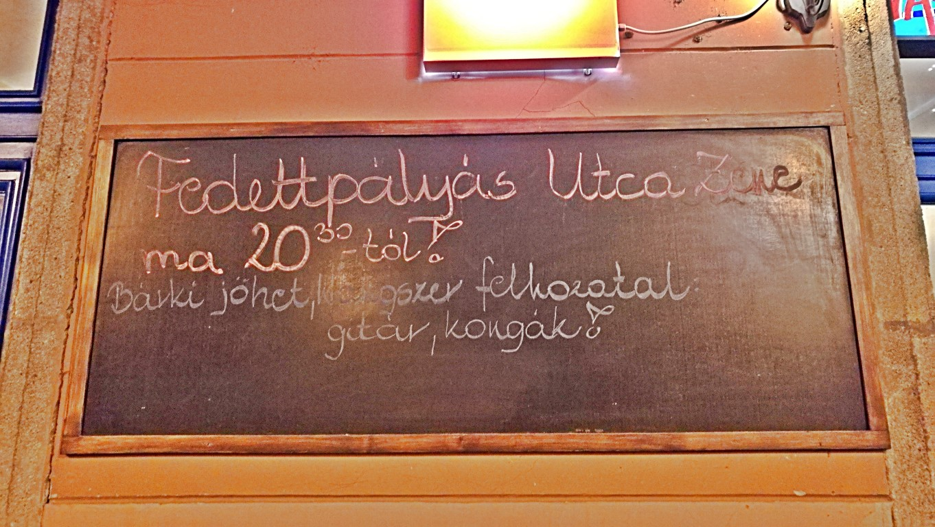 Esztergom - Napos oldal Fedett pályás utcazene - Kocsmaturista