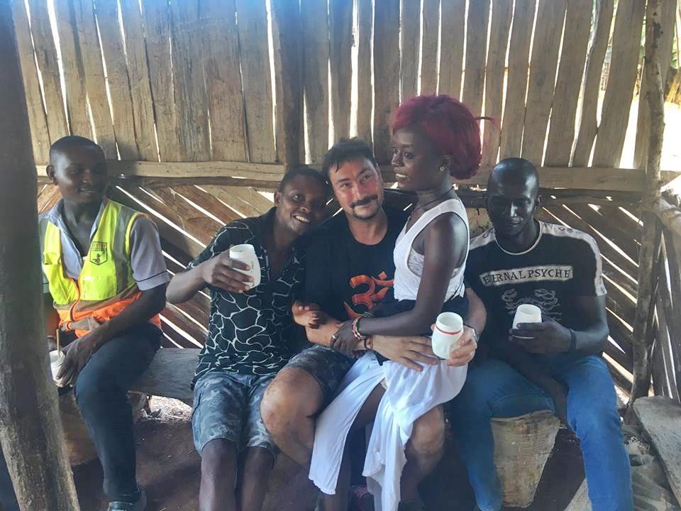 Kocsmázva utazni utazva kocsmázni - Jeti Gábor - Kenya, Afrika