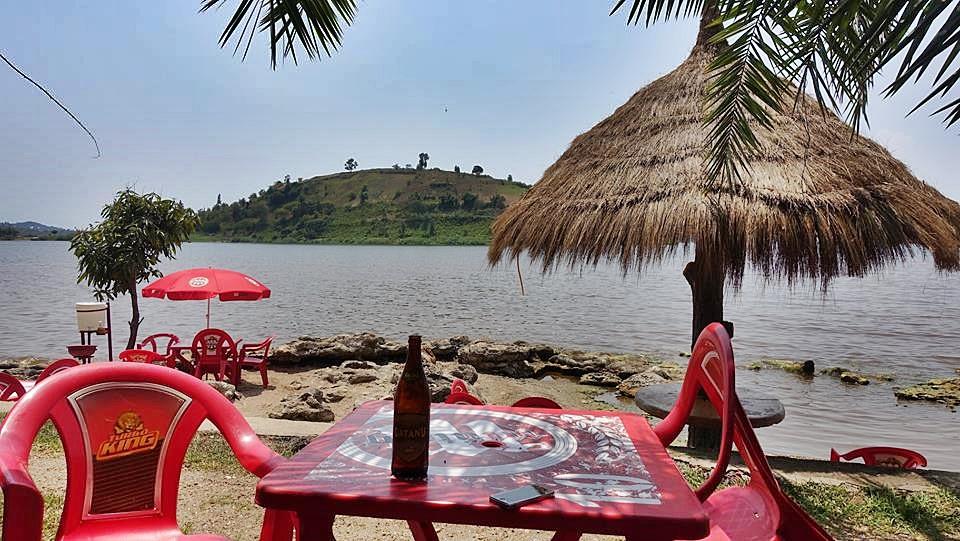 Kocsmázva utazni, utazva kocsmázni - Jeli Gábor Jeti - Kivu-tó, Ruanda, Afrika - Kocsmaturista