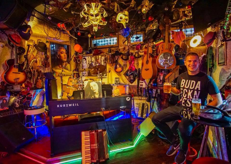 Kocsmázva utazni utazva kocsmázni - Pásztor Ádám, Szarajevó, Pink Houdini Jazz Bar